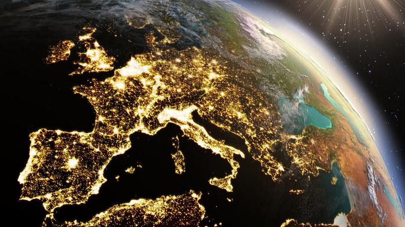 Dzisiaj w ziemskiej atmosferze jest o 0,7 proc. mniej tlenu niż 800 tys. lat temu /123RF/PICSEL