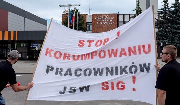 Dzisiejsza manifestacja górników ze związku zawodowego Jedność przed KWK Pniówek /PAP