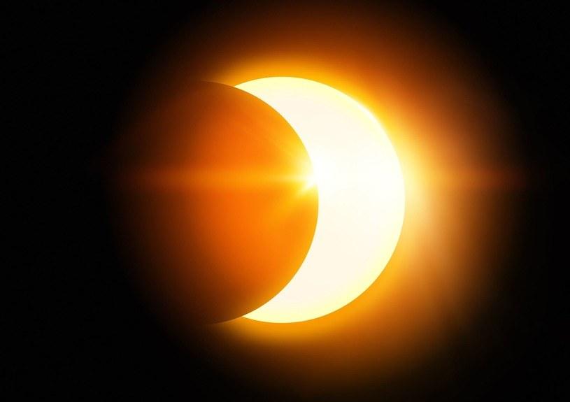 Dzisiejsze zaćmienie Słońca będzie wyzwaniem dla energetyki /123RF/PICSEL