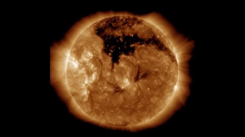 Dziura koronalna na Słońcu /NASA