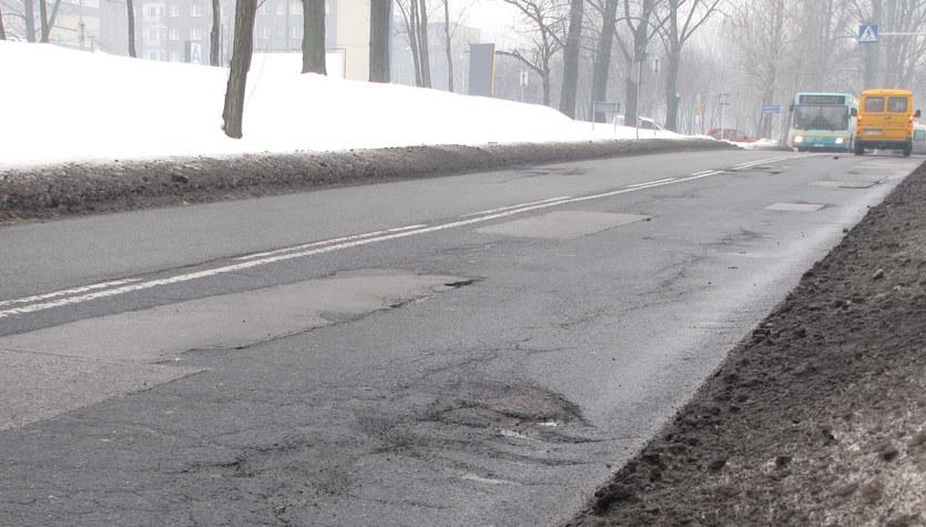 Dziury w ulicach - postrach kierowców. Zdjęcia reporterów RMF FM