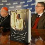 Dziwisz: Notatki papieża, które trzeba było spalić, zostały spalone