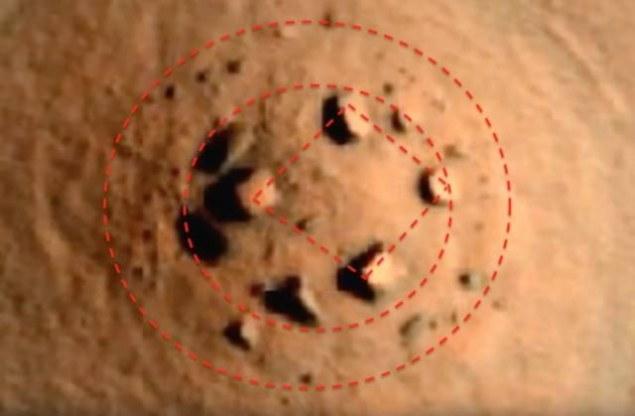Dziwna struktura na Marsie wygląda na zbudowaną przez inteligentne istoty /Innemedium.pl