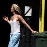 Dziwne zachowanie Caprice Bourret na ulicy