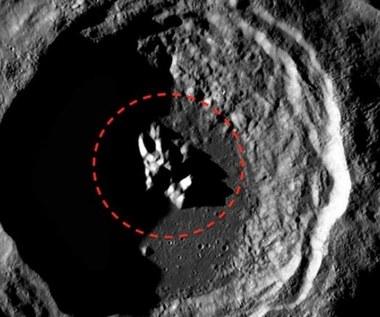 Dziwny obiekt w księżycowym kraterze