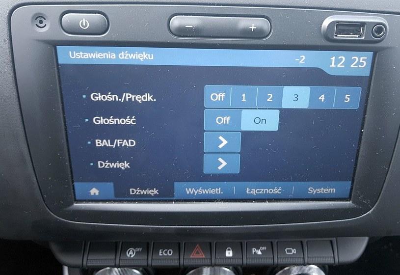 Dźwięk jest zaskakująco czysty, ale nie da sie zmienić ustawień (np basu czy sopranu) /INTERIA.PL