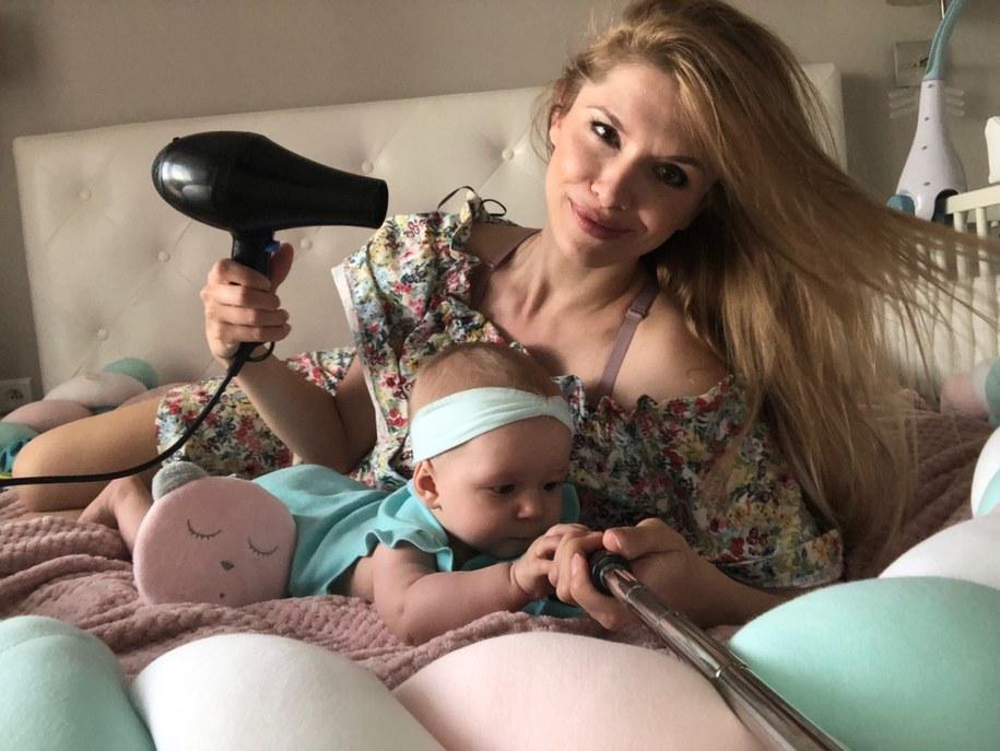 Dźwięk suszarki to popularny domowy sposób na uspokojenie maluszka /Ciekawa Mama