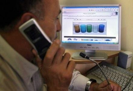Dzwonienie i korzystanie z internetu - wreszcie nie jest to jedno i to samo /AFP