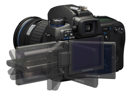 E-30 wyposażony został w ruchomy wyświetlacz LCD /materiały prasowe