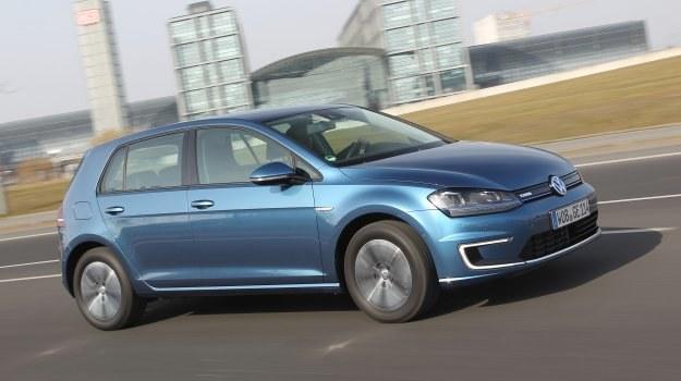 e-Golf ma seryjnie reflektory LED. Opór powietrza jest o 10% mniejszy niż w innych wersjach. /Volkswagen