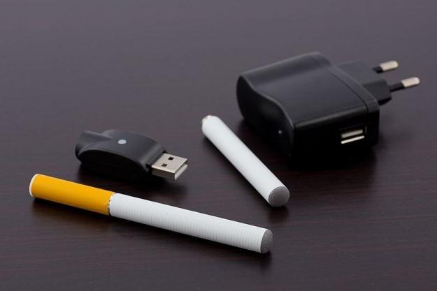 E-papieros to nowy problem w prawie pracy /123RF/PICSEL