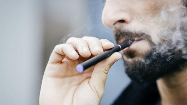 e-papierosy szkodliwe /© Photogenica