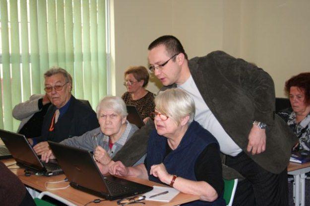 E-wykluczenie - nie można pozwolić na to, aby seniorzy  bali się technologii /materiały prasowe