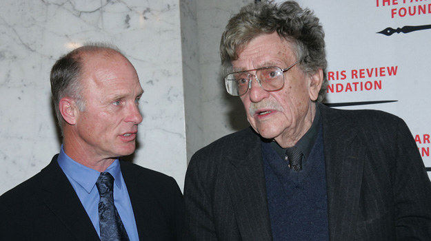 Ed Harris i Kurt Vonnegut /Evan Agostini /Getty Images