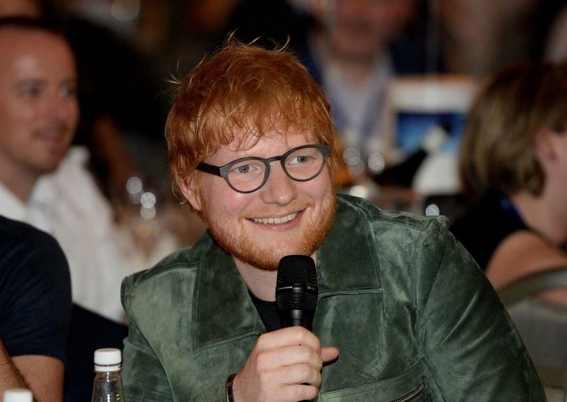 Ed Sheeran zmaga się z fobią społeczną, dlatego korzystanie z mediów społecznościowych do minimum /Getty Images