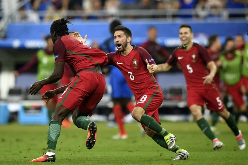 Eder (z lewej) - jeden z bohaterów Portugalii /AFP