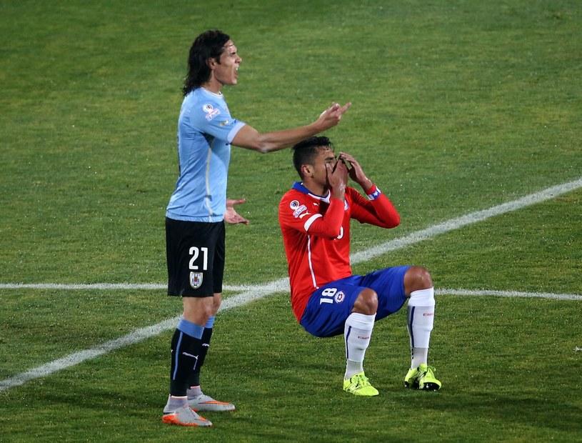 Edinson Cavani i Gonzalo Jara /AFP