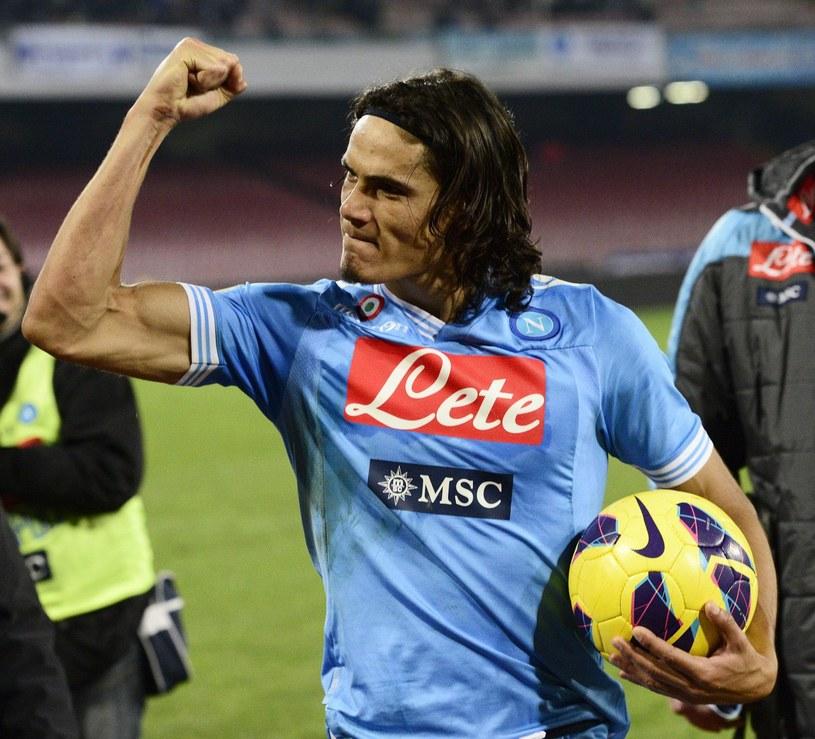 Edinson Cavani i jego koledzy awansowali na 2. miejsce w Serie A /AFP