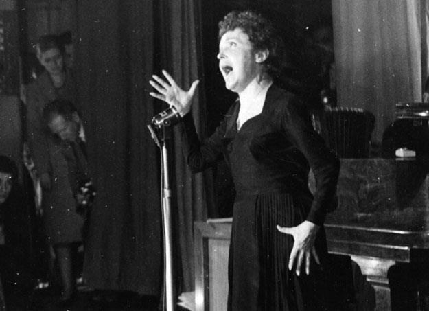 Edith Piaf tworzyła mity na swój temat? /Getty Images/Flash Press Media