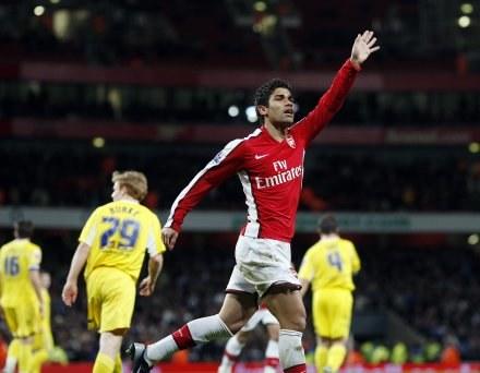 Eduardo fetuje drugiego gola strzelonego w meczu z Cardiff /AFP