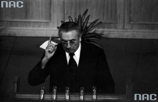 """Edward Gierek tłumaczył potrzebę reformy administracyjnej chęcią """"przybliżenia władzy do obywateli"""" /Z archiwum Narodowego Archiwum Cyfrowego"""