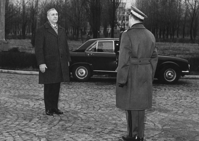 Edward Gierek witany przez komendanta WAT i szefa projektu atomowego, gen. Sylwestra Kaliskiego /Lech Charewicz /East News