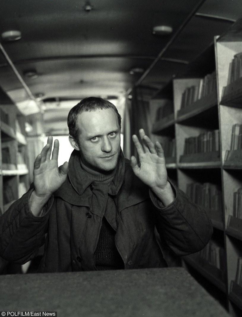 """Edward Żentara w najgłośniejszej kinowej roli - w filmie """"Siekierezada"""" /East News/POLFILM"""
