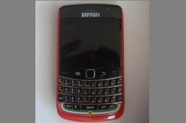 Edycja limitowana Ferrari smartfona BlackBerry wygląda właśnie tak? (Fot. Gizmodo) /Internet