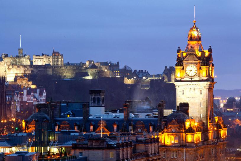 Edynburg dzieli się na dwie części: Stare Miasto, które zachowało średniowieczny charakter oraz Nowe Miasto z okresu oświecenia. /123RF/PICSEL