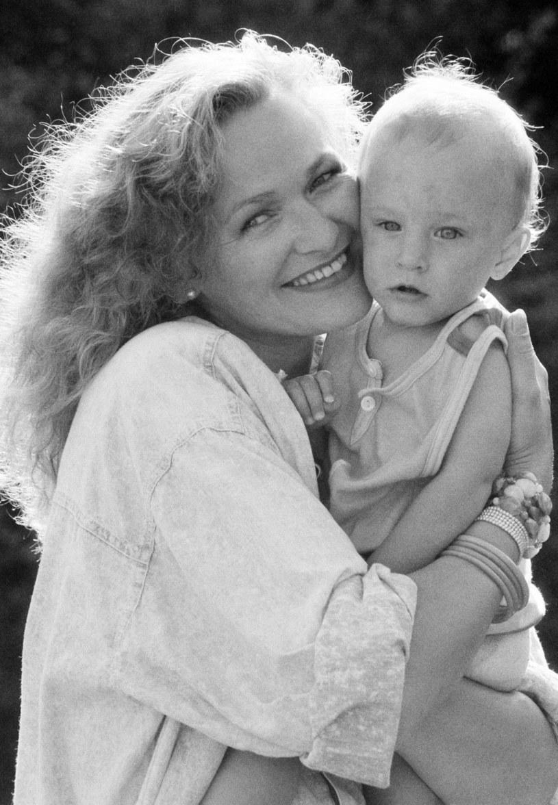 Edyta Geppert z synem, lata 80. /Zenon Zyburtowicz /East News