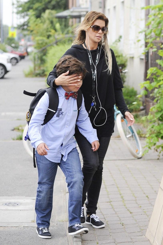 Edyta Górniak odprowadza Allanka do szkoły /Foto IP