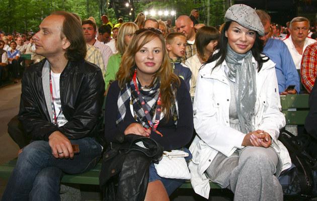 Edyta Górniak z siostrą Małgorzatą i mężem Dariuszm Krupą, fot. Krzysztof Kuczyk  /Agencja FORUM