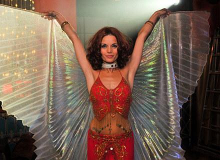 Edyta postanowiła uwieść Michała tańcem brzucha w egzotycznym klubie /TVN