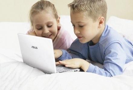Eee PC, czyli pierwszy prawdziwy netbook. Te komputerki są reklamowane jako stworzone dla dzieci /materiały prasowe