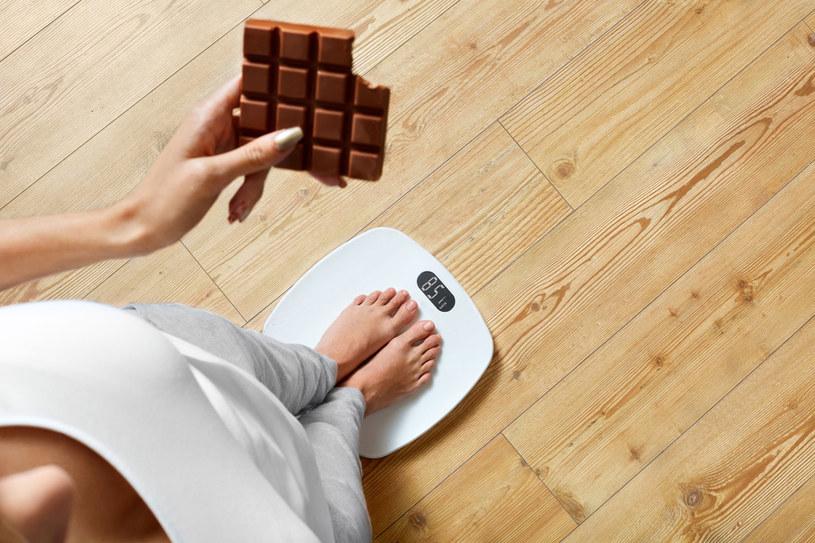 Efekt jo-jo jest konsekwencją tego, że po zakończeniu diety powracamy do starych nawyków żywieniowych /123RF/PICSEL