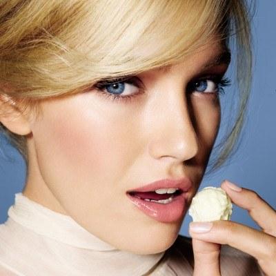 Efekt Lipfinity Nudes /materiały prasowe