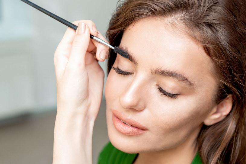 """Efekt """"soap brows"""" uzyskasz przy pomocy zwykłego mydła /123RF/PICSEL"""