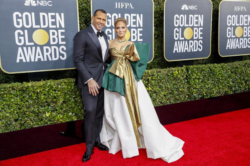 Efektowna stylizacja Jennifer Lopez była zapowiedzią tego, co będzie modne latem /Marcus Yam/Polaris Images/East News /East News
