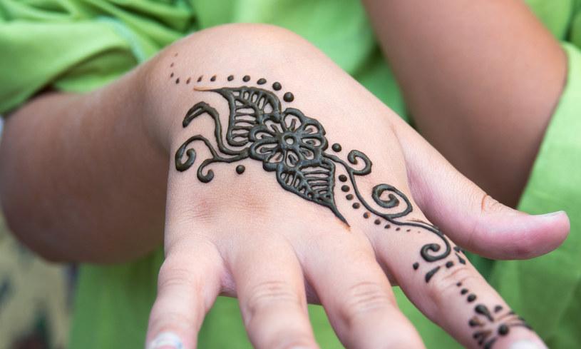 Uważaj Na Tatuaże Z Henny Mamdziecko W Interiapl