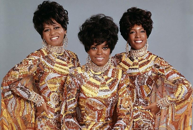 Efektowne kostiumy, będące znakiem rozpoznawczym grupy The Supremes, stanowiły istne dzieła sztuki /East News