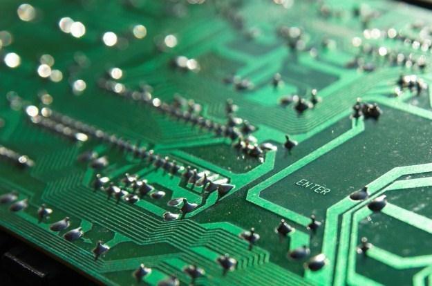 Efektywność energetyczna komputerów podwaja się co 18 miesięcy /Informacja prasowa
