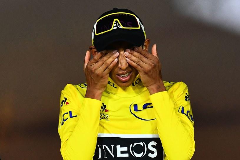 Egan Bernal wzruszony na podium Tour de France /AFP