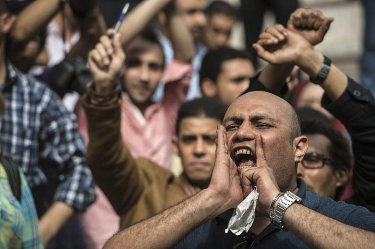 Egipski dziennikarz biorący udział w proteście /KHALED DESOUKI / AFP /AFP