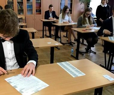Egzamin gimnazjalny 2018: WOS i historia [ARKUSZE i ODPOWIEDZI]