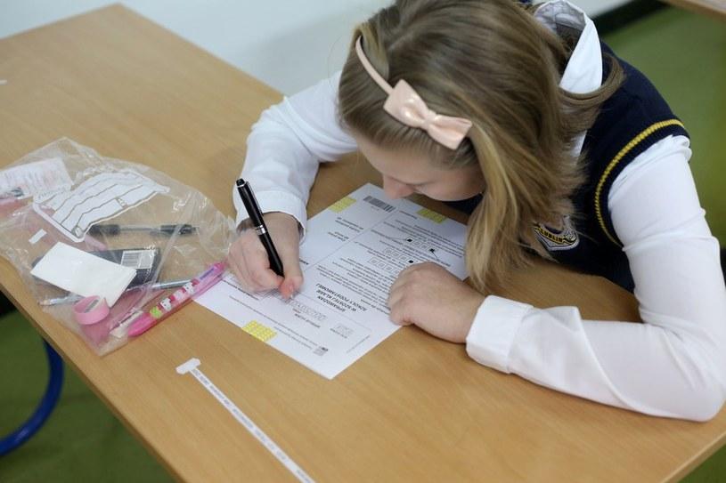 Egzamin na zakończenie szkoły podstawowej /Tomasz RYTYCH /Reporter
