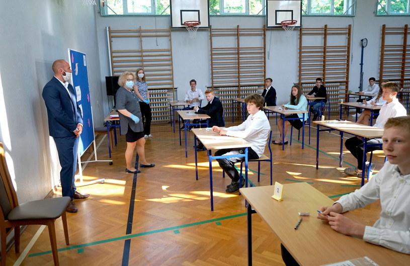 Egzamin ósmoklasisty 2020 w Sportowej Szkole Podstawowej Centrum Mistrzostwa Sportowego w Szczecinie /Marcin Bielecki   /PAP