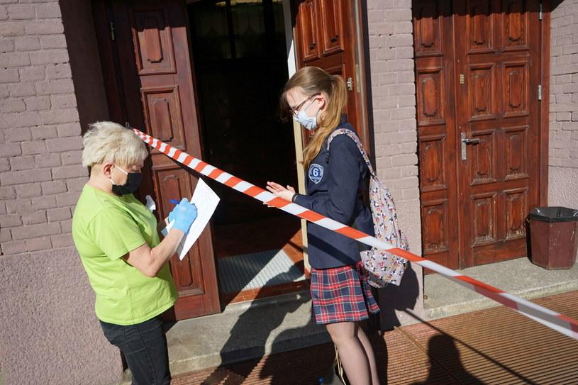 Egzamin ósmoklasisty przeprowadzany jest w tym roku po raz drugi /Marcin Bielecki   /PAP