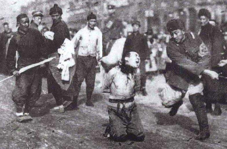 Egzekuzja na ulicy Nankinu /Archiwum Marynarki Wojennej ChRL /INTERIA.PL/materiały prasowe