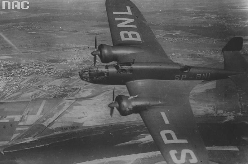 """Egzemplarz pokazowy PZL.37B """"Łoś"""" odbył w maju 1938 roku lot pokazowy po krajach bałkańskich i był eksponowany na wystawie w Belgradzie /Narodowe Archiwum Cyfrowe /INTERIA.PL/materiały prasowe"""