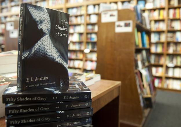 """Egzemplarze """"Fifty Shades of Grey"""" E.L. James w księgarni w Waszyngtonie, 3 sierpnia 2012 /AFP"""